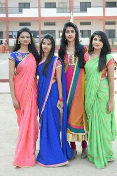 Farewell Sarees, Peacock Painting, Group Photography, Malayalam Actress, Beauty Full Girl, Group Photos, India Beauty, Indian Girls, Indian Sarees