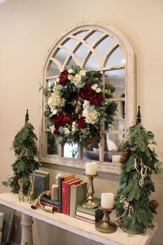 Traditional Rustic Christmas Decor Christmas Living Rooms, Christmas Bedroom, Christmas Home, Christmas Ideas, Christmas Tablescapes, Christmas Mantels, Rustic Christmas, Tree Decorations, Christmas Decorations
