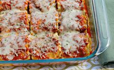 These cheesy lasagna roll ups will have the entire family - even your kids! - asking for seconds. They freeze well, too. Yummy Pasta Recipes, Beef Recipes, Great Recipes, Dinner Recipes, Cooking Recipes, Yummy Food, Favorite Recipes, Recipies, Casserole Dishes