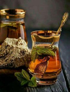 Tea with mint Coffee Time, Tea Time, Photo Fruit, Tea Art, Herbal Tea, Tea Recipes, Kraut, High Tea, Afternoon Tea