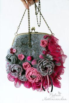 Handmade Handbags, Handmade Bags, Fabric Handbags, Purses And Handbags, Diy Sac, Do It Yourself Jewelry, Frame Purse, Felt Purse, Flower Bag