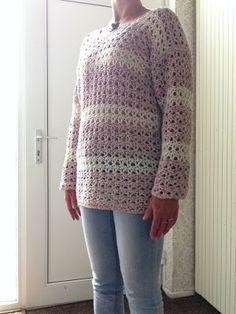 Eindelijk weer eens een haakbericht. Het heeft nogal wat tijd gekost om de trui af te krijgen. Vaak uithalen om tot de juiste wijdte te kome... Sweater Jacket, Jacket Dress, Crochet Cardigan, Crochet Sweaters, Pullover, Tank Tops, Om, Jackets, Dresses