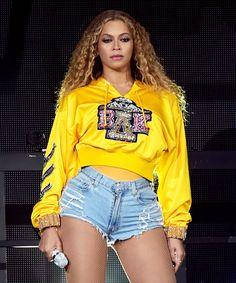 Balmain Selling Beyonce Coachella Hoodie For Charity Costume Beyonce, Beyonce Wig, Queen Bee Beyonce, Beyonce Coachella, Rihanna, Estilo Beyonce, Beyonce Style, Little Princess, Princess Kate