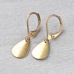 Messing Ohrringe geometrisch/minimal Tropfen von Saimana´s Pearls  auf DaWanda.com