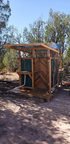 Bought 20 acres last year, and after camping for a week in summer, I decided to build an outdoor shower / bathroom. Outdoor Camping Shower, Backyard Camping, Outdoor Toilet, Outdoor Bathtub, Missouri Camping, Hiking In Virginia, Outdoor Bathrooms, Shower Bathroom, The Ranch