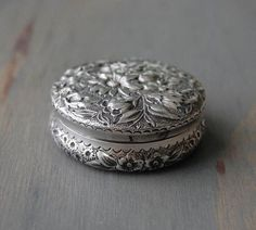 Antique Victorian Gorham Sterling Silver Floral Repousse Vanity Box - Pill Box 1887 by MintAndMade If only it wasn't so expressive! Just want one with similar shape Gorham Silver, Gorham Sterling, Antique Silver, Antique Jewelry, Vintage Jewelry, Sterling Silver, Vintage Silver, Silver Jewelry, Jewellery Boxes