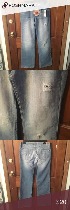 NWT Paris Blue Ripped Jeans Size 7 81% cotton and 19% polyester. Inseam 32in. Paris Blues Jeans