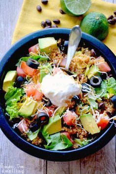 Quinoa Taco Bowls -- a delicious bowl packed FULL of mexican flavor [PLUS check out these other amazing quinoa bowl recipes]