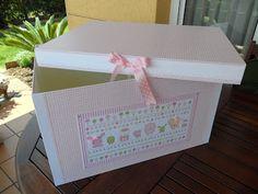 Caja para guardar ropa Diy Y Manualidades, Margarita, Toy Chest, Diy And Crafts, Decorative Boxes, Handmade, Scrapbooking, Home Decor, Boxes