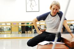Ellen Bartel, artistic director of Ellen Bartel Dance Collective will offer two Master Classes at Gryphon Venue # 2 on August 7 and August 8, 2014 from 9:00 to 9:55 A.M. Gryphon Venues are located at 34 Bread Street, Edinburgh EH3 9AF Admission is 9.00 Scottish Pounds per student.