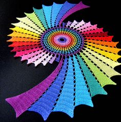 Totally blown away by this and the colors! ¯\_(ツ)_/¯ Inspiration only. Centro de mesa em formato de fractal -- Doily in fractal format, via Flickr.