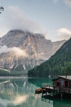 Lago di Braies is one of Italy's most beautiful lakes. A stunning bright blue mountain lake in the Dolomites. Here are some tips for visiting! Top Places To Travel, Beautiful Places To Travel, Places To Go, Lake Mountain, Mountain Photos, Mountain Photography, Travel Photography, Photography Tips, Digital Photography
