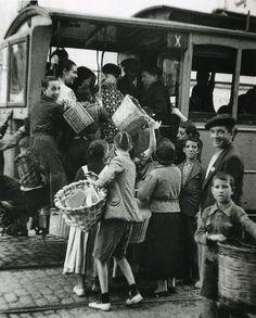 1937. En plena Guerra Civil, el tranvía seguía siendo clave en aquella precaria movilidad bélica.