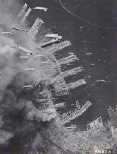 Terrible vue du bombardement de Kobe au Japon.