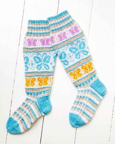 Sissukat-ryhmän Sisko Malisen perhossukat | Meillä kotona Knitting Charts, Knitting Socks, Wool Socks, Knee High Socks, Boot Cuffs, Knit Or Crochet, Butterfly, Pattern, Projects