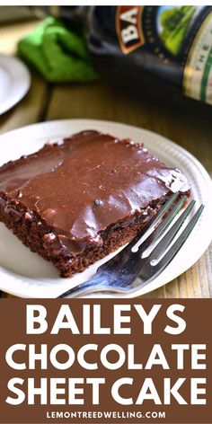This Baileys Chocolate Sheet Cake is a deliciously decadent chocolate cake. It's moist, rich cake is packed with delicious Baileys flavor. Fun Easy Recipes, Quick Easy Meals, Cupcake Cakes, Cupcakes, Rich Cake, Decadent Chocolate Cake, Baileys, Breakfast Recipes, Favorite Recipes