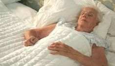 Weighted Blankets in Dementia Care Reduce Anxiety and Improve Sleep #elderlycaredementia #dementiacare