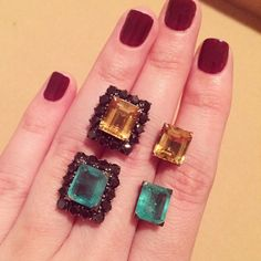 Um brinco e diversas formas de usar!!! Somente as gemas na orelha, ou com a estrutura de diamantes black em volta.  podendo usar com várias cores dentro... Adoro esse brinco