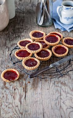Jam Tarts the best way to use up any extra pastry from pies to tarts you heard it here first folks Just Desserts, Delicious Desserts, Dessert Recipes, Yummy Food, Sweet Pie, Sweet Tarts, Strawberry Jam Tarts, Love Food, Sweet Recipes