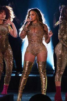 Beyoncé: Foto - Beyoncé Udaipur India 🇮🇳 Dezember 2018 Informationen zu Beyoncé: Photo Pin Sie können me - Estilo Beyonce, Beyonce Style, Beyonce Body, Beyonce Dresses, Beyonce Funny, Halo Beyonce, Beyonce Photoshoot, Glitter Girl, Dance Outfits