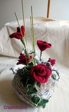 Composizione a cuore di Rose rosse all'uncinetto, by CREATIVISSIME, 45,00 € su misshobby.com