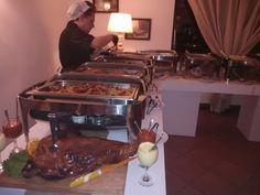 Ανακαλύψτε μοναδικές γευστικές προτάσεις Μπουφέ από τον Όμιλο La Duette.  Δείτε περισσότερα, στο Gamos Portal!   #weddingvendors #weddingcaterers #gamosportal #weddingcake Catering, Beef, Food, Meat, Catering Business, Gastronomia, Essen, Meals, Yemek