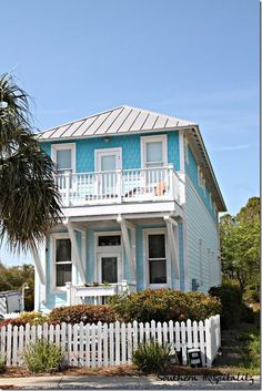 Planning the Perfect Beach Vacation for your family is easier than you think. Great ideas if you're heading to Panama City Beach or the Emerald Coast in FL Beach Cottage Style, Beach Cottage Decor, Coastal Cottage, Coastal Homes, Beach Homes, Coastal Living, Cottage Rugs, Coastal Bedrooms, Beach Condo