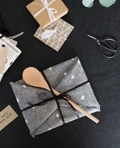 Ways to use a tea towel... wrap a present.