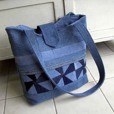 Jeans Bag Patterns: 12 Amazing Recycled Jeans Bags With . Patchwork Bags, Quilted Bag, Denim Patchwork, Jean Purses, Purses And Bags, Bag Quilt, Sacs Tote Bags, Denim Handbags, Backpack Pattern