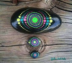 Painted Rock Ideas - Do you need rock painting ideas for spreading rocks around your neighborhood or the Kindness Rocks Project? Here's some inspiration with my best tips! Rock Painting Patterns, Rock Painting Ideas Easy, Dot Art Painting, Rock Painting Designs, Mandala Painting, Pebble Painting, Pebble Art, Stone Painting, Mandala Painted Rocks