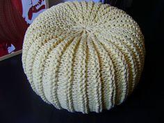 Knitting pattern for Pouf of T-Shirt Yarn Knitting Projects, Knitting Patterns, Crochet Patterns, Knitting Ideas, Pouffe Pattern, Pouf En Crochet, Knitted Pouffe, Crochet Hats, Crochet Instructions