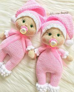 . . Pamuk şekerlerimle hayırlı bereketli keyifli güzel bir hafta diliyoruuuz . . Minnoşlarım gidecekleri yere mutluluk götürsün.. . . . . . . . . . . . #amigurumi #örgübebek #mutluyumçünkü #örgümüseviyorum #elifin_orgu_dunyasi #örgü #amigurumilove #love #happy #baby