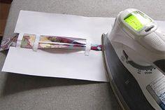 crédit photo MeiJo Pourquoi acheter un outil à biais alors que l'on peut détourner des outils que l'on possède déjà, comme nous le montre Meijo du blogMeiJo's Joy. Elle a utilisé ses cutters (sans les lames!) et cela suppose donc que vous ayez une collection de cutter (mais peut-être aurez vous trouvé d'autres solutions que vous partagerez dans les commentaires ;) ! Instructions Coupez des bandes de tissu dans le biais et enlevez les lames du cutter ainsi que le bout (qui tient ...