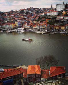A Ribeira, Porto   Portugal (by Nacho Coca)