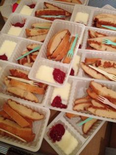 * Fries with (Egg) Pancake & Wipped Cream & Jam * Snacks Für Party, Party Treats, Appetizers For Party, Healthy Snacks For Kids, Healthy Treats, Typical Dutch Food, Little Presents, Good Food, Yummy Food