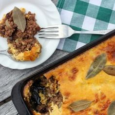 Bobotie, a South African dish made out of minced meat such as lamb, pork or beef mixed with different herbs and spices, dried fruits and an egg topping. South African Dishes, Mince Recipes, Beef Dishes, Cookbook Recipes, Unique Recipes, Meals For One, Meatloaf, Stuffed Peppers, Snacks