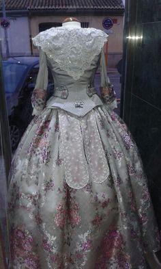 Historical Costume, Historical Clothing, Vintage Dresses, Vintage Outfits, Old Fashion Dresses, 18th Century Costume, 19th Century Fashion, Royal Jewelry, Marie Antoinette