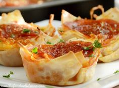 Make a batch of Pepperoni Pizza Dip Wonton Cups in less than 30 minutes, and enjoy them as an easy dinner or tasty game day appetizer. Wonton Appetizers, Game Day Appetizers, Game Day Snacks, Game Day Food, Wonton Recipes, Yummy Appetizers, Pizza Recipes, Pizza Cups, Pizza Pizza