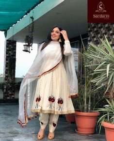 Best Trendy Outfits Part 24 Party Wear Indian Dresses, Designer Party Wear Dresses, Indian Fashion Dresses, Kurti Designs Party Wear, Dress Indian Style, Indian Designer Outfits, Fancy Dress Design, Stylish Dress Designs, Designs For Dresses