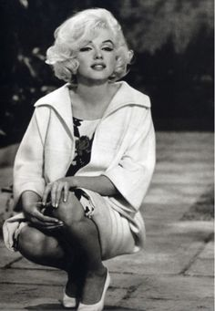 Marilyn Monroe on the set of her last film, Rest In Peace Norma Jean Dean Martin, Hollywood Stars, Classic Hollywood, Old Hollywood, Divas, Fotos Marilyn Monroe, Football Usa, Katharine Ross, Bert Stern