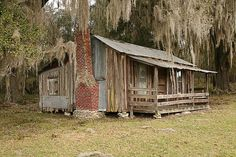 "is an old Florida ""shack"" in a beautiful setting of trees with Spanish moss.This is an old Florida ""shack"" in a beautiful setting of trees with Spanish moss. Florida Cracker Style COOL House Plan ID: Old Florida, Florida Style, Florida Girl, Vintage Florida, Florida Home, Old Buildings, Abandoned Buildings, Abandoned Places, Cabana"