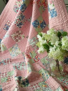 Perfect pink fabric in this quilt. Sweet Cottage Home Pink Quilts, Old Quilts, Scrappy Quilts, Easy Quilts, Small Quilts, Quilts Vintage, Antique Quilts, Vintage Quilts Patterns, Quilting Projects