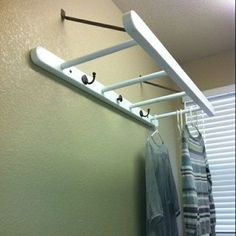 Use A ladder As A Laundry Room Drying Rack.make it if you can't buy it.hang it from ceiling, rather than wall mount. (great idea for the smallish laundry room I'll soon have! Cool Diy Projects, Home Projects, Diy Projects For Bedroom, Laundry Room Drying Rack, Drying Racks, Laundry Hanger, Pot Racks, Laundry Closet, Diy Casa