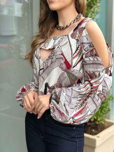 BATA-TUIUIU Vintage Tops, Blouse Styles, Blouse Designs, Super Moda, Casual Dresses, Fashion Dresses, Corsage, Like4like, Womens Fashion