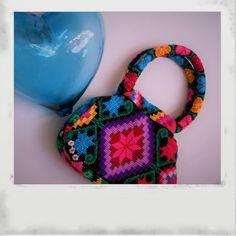 Mini Bolsa, bordado Tzeltal elaborado en Yajalon, Chiapas.