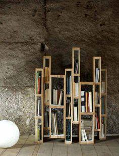 DIY Pallet Bookshelf