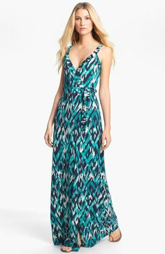 Things to Pack for a Luxe Trip to #Jamaica - Cute maxi dresses in funky prints #CCLuxe cheapcaribbean.com