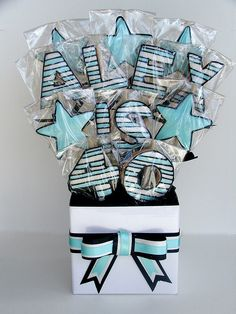 is 40 Cookie Bouquet Love this Idea! or his name and 2 shields? or stars? or his name and 2 shields? or stars? Galletas Cookies, Candy Cookies, Valentine Cookies, Iced Cookies, Cute Cookies, Easter Cookies, Royal Icing Cookies, Birthday Cookies, Cupcake Cookies