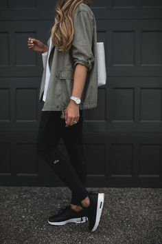 The Most Flattering Moto Leggings - Outfit Ideen Legging Outfits, Athleisure Outfits, Leggings Fashion, Athleisure Fashion, Black Sneakers Outfit, Nike Sneakers, Black Leggings Outfit Summer, Tennis Shoes Outfit, Green Leggings