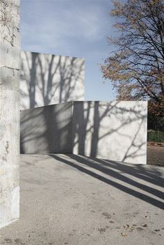 Concrete walls as canvas for the play of light and shadow. Maison a Frontenex by Swiss architect Charles Pictet. Nice.